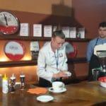 Prova di preparazione del caffè espresso